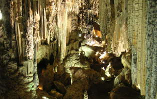 Mini Vacaciones a Frigiliana en media pensión y entradas a las cuevas de Nerja (desde 3 noches)