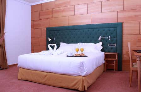 Oferta especial: Escapada Romántica con bañera de hidromasaje en Tui (desde 2 noches)