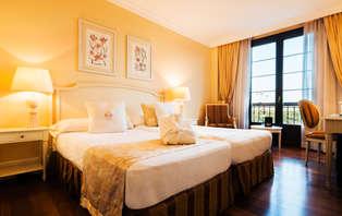 Escapada romántica en Royal Suite con cava y bombones en Alarcón