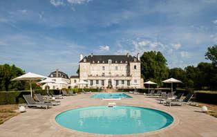 Offre spéciale: Week-end romantique avec dîner et modelage près de Dijon