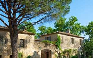Week-end deluxe avec dîner gastronomique et surclassement en chambre prestige près du Pont du Gard