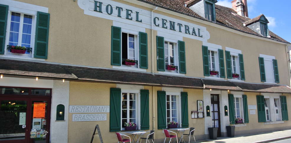 H tel restaurant le central h tel de charme boussac for Reserver hotel meilleur prix