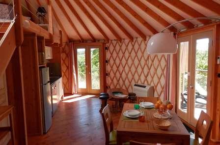 Escapade romantique en yourte moderne près de Cahors (2 nuits min)