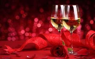 Especial San Valentín frente al mar cantábrico con cena romántica y cava