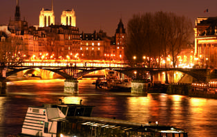 Offre spéciale Saint-Valentin avec diner-croisière sur la Seine à la Marina de Paris