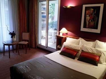 Week end Romantique Cannes avec Demi-bouteille de champagne à partir ...