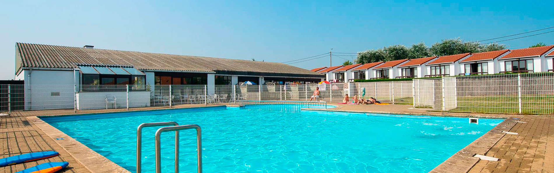 Week end la mer middelkerke avec acc s la piscine ext rieure partir de 64 for Swimming pool technician salary