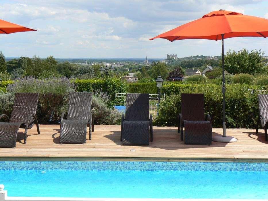 Les Terrasses de Saumur - Piscine_vue_sur_chateau_-_Copie.jpg