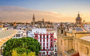 Alójate en un rincón mágico y conoce los secretos de Sevilla