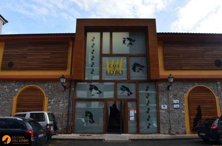 Escapada con entradas a la Casa del Lobo en Asturias