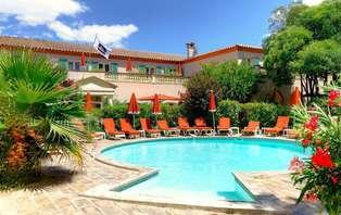 Luxe et romance en junior Suite avec spa et demi bouteille de champagne à Nîmes