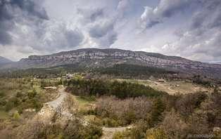 Ven a conocer las maravillas de los Pirineos en familia y media pensión (desde 2 noches)