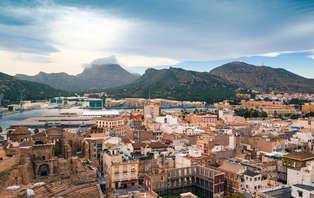 Escapada romántica: Enamórate en Cartagena navegando por el mar