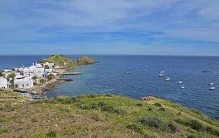 Escapada Romántica con cena: Enamórate con spa y cena en el Cabo de Gata