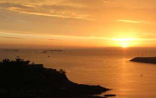 Escapade romantique avec champagne et vélos en chambre vue mer entre Perros-Guirec et Saint Brieuc