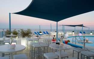 Escapada de lujo en la Costa del Sol en habitación superior con espectaculares vistas al mar