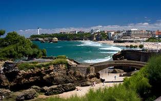 Offre Spéciale: Week-end romantique avec bouteille de champagne, au bord de la mer, à Biarritz