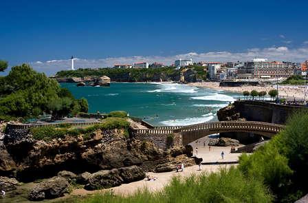 Week-end romantique avec bouteille de champagne, au bord de la mer, à Biarritz