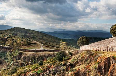 Escapada con Cena y entradas al Parque de la naturaleza de Cabárceno cerca de Santander