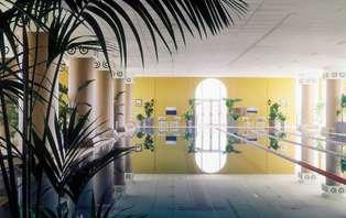 Escapada deluxe: Evasión de lujo con masaje y acceso VIP al spa