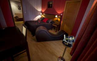 Escapada romántica plus con lovebox, sofá tantra y acceso a las Termas de Outariz