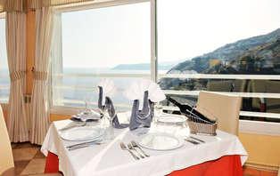 Escapada Romántica con Cena y Vistas al Mar en Salobreña