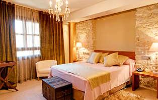 Déjate seducir en un Palacio del S.XVI con cena y spa privado en la Ribagorza