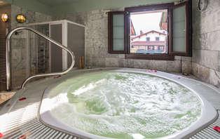 Escapada romántica con spa privado y cava en los Pirineos navarros (desde 2 noches)
