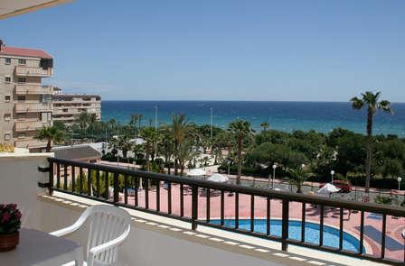 ¡Atención Familias! Escapada en pensión completa, terraza y vistas al mar