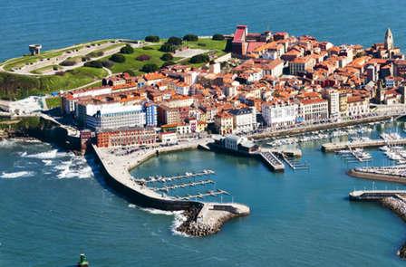 Especial enamorados: Escapada en Gijón con detalles románticos.