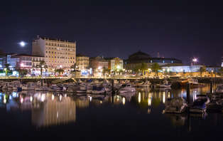 Escapada con cena buffet en el centro de Ferrol