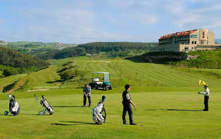 Especial Golf: Escapada con cena, spa y green fee en Comillas