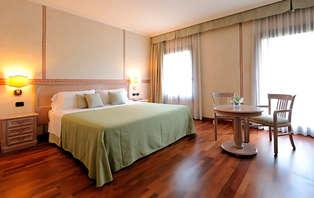 Escapada entre Verona y Vicenza en habitación superior con copa de bienvenida