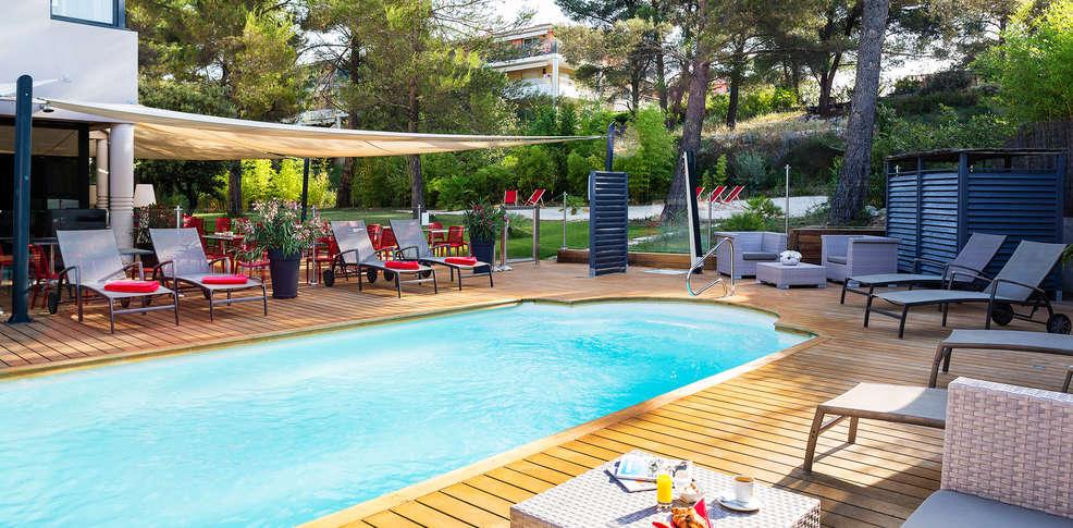 H tel de l 39 arbois h tel de charme aix en provence for Hotel piscine interieure paca