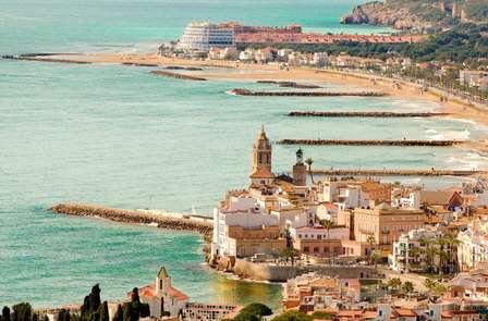 Escapada romántica con Lovebox en primera línea de mar en Sitges