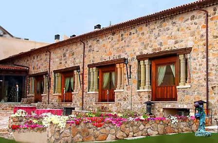 Escapada Romántica con Cena en habitación superior en la provincia de Segovia