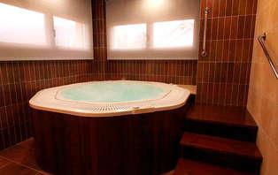 Escapada Romántica con spa privado en la naturaleza gallega