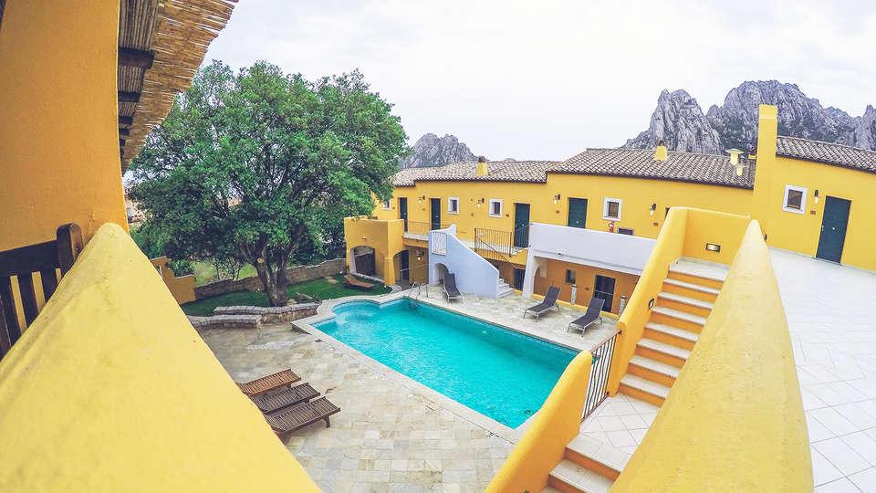 Papillo Hotels & Resorts Borgo Antico - EDIT_pool4.jpg