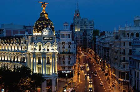Escapada romántica con acceso a la zona relax y botella de cava en pleno Madrid