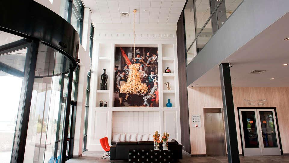 Van der Valk Hotel Schiphol A4 - EDIT_entrance.jpg