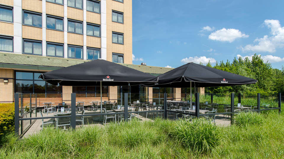 Courtyard by Marriott Amsterdam Airport Hotel - EDIT_terrace2.jpg