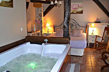 Escapada en suite con Cena y bañera de hidromasaje en una casa del s.XIX