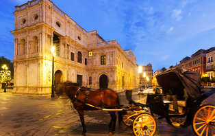 ¡Ruta nocturna! Escapada cultural por el Barrio de Santa Cruz de Sevilla