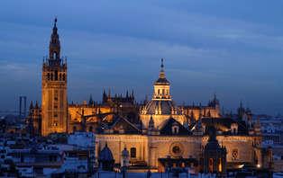 Escapada Romántica a Sevilla con ruta Guiada Nocturna