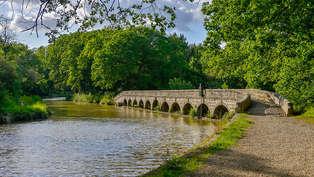 Offre spéciale été : 1 semaine dans un chateau au bord du canal du Midi au Village de La Redorte