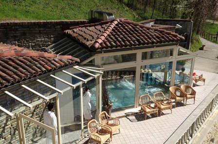 Instant de détente avec spa et piscine dans le coeur verdoyant du Piémont