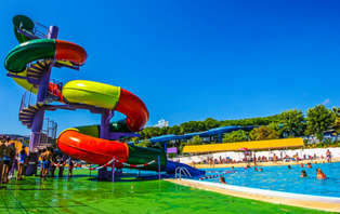 Especial Verano Refrescante: Escapada con entradas a Isla Fantasía cerca de Barcelona