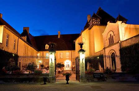 Offre Spéciale: Escapade gastronomique & oenelogique avec accès SPA dans un château du Beaujolais