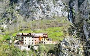Escapada vive la naturaleza en Asturias con cena frente a una cascada (desde 2 Noches)