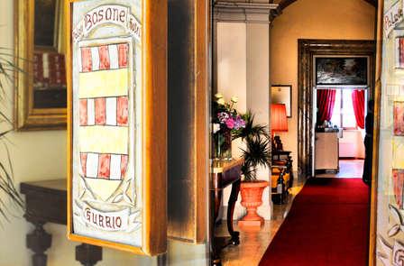 Una notte d'incanto nel cuore di Gubbio con aperitivo al Caffè Ducale